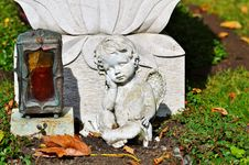 Free Statue, Leaf, Sculpture, Grave Royalty Free Stock Photography - 112277667