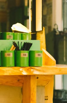 Free Six Green Tin Can Containers On Table Royalty Free Stock Photo - 112301455