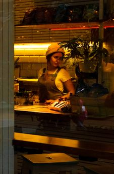 Free Woman Wearing Brown Apron Standing Near Table Royalty Free Stock Photography - 112301457