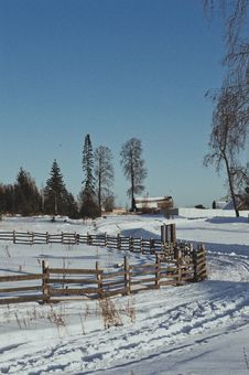 Free Brown Wooden Fence During Winter Stock Photo - 112301480