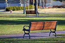 Free Black And Brown Bench Near Grass Field Stock Photography - 112301492