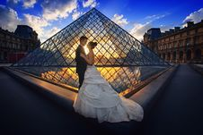 Free Photography Of Man And Woman At The Lourve Museum During Sunset Royalty Free Stock Photo - 112301495