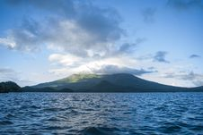 Free Ocean Near High Rise Mountain Cover With Fogs At Daytime Royalty Free Stock Photos - 112301538