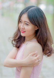 Free Woman Wearing Pink Tank Top Royalty Free Stock Photos - 112301598