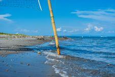Free Closeup Photo Of Brown Bamboo Beach Volleyball Post Near Shoreline Royalty Free Stock Photo - 112301635