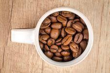 Free Roasted Coffee Beans Inside White Ceramic Mug Stock Images - 112308814