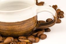 Free Brown Nuts And Brown Ceramic Tea Cup Royalty Free Stock Photo - 112363845