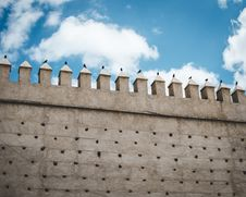Free Brown Concrete Castle Wall Under Cumulos Clouds Stock Image - 112363851