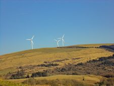 Free Three White Windmills On Green Field Under Blue Sky Royalty Free Stock Image - 112363886
