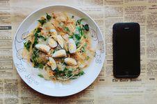 Free Black Iphone 5 Near Plate Of Pasta Dish Stock Photo - 112455170