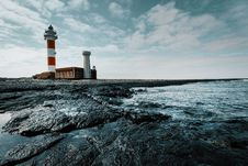 Free Red And White Lighthouse On Land Royalty Free Stock Photos - 112455248