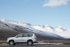 Free Gray Sports Utility Vehicle On Road Near Snow Covered Mountain Stock Photo - 112565090