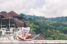 Free Photo Of Woman Sitting On Concrete Balustrade Royalty Free Stock Photos - 112565108