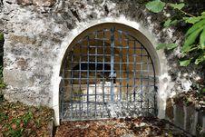 Free Ruins, Arch, Window, Tree Royalty Free Stock Photos - 112570858