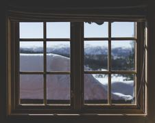 Free Two Brown Wooden Framed 6-lite Window Panes Royalty Free Stock Photo - 112669505