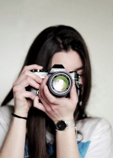 Free Woman Taking A Photo Using Dslr Camera Royalty Free Stock Images - 112669639