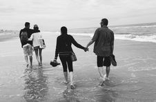Free Gray Scale Of Two Couples On The Beach Royalty Free Stock Photos - 112669718