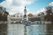 Free Boat In Water And Building With Statue Royalty Free Stock Photography - 112738597