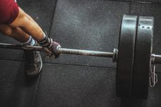Free Person In Red Shirt Lifting A Barbell Stock Photos - 112738663