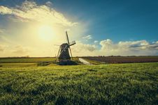 Free Vintage Black Windmill During Sunset Royalty Free Stock Photos - 112809488
