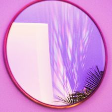 Free Oval Brown Framed Mirror Stock Photos - 112809543