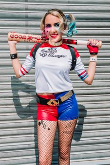 Free Woman Dressed Up As Suicide Squad S Harley Quinn Stock Photo - 112809590