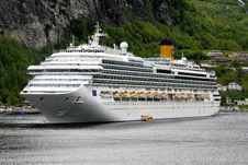 Free Cruise Ship, Passenger Ship, Ship, Water Transportation Stock Photos - 112840303