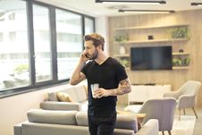 Free Man Calling On Phone Royalty Free Stock Images - 112878099