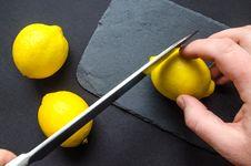 Free Human Slicing Yellow Lemon Royalty Free Stock Photography - 112878157