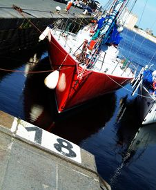 Free Red Boat Stock Photo - 1135540