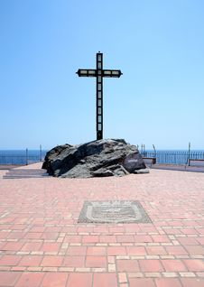 Free Religious Cross Set In Rocks On A Large Terrace Royalty Free Stock Photography - 1136717