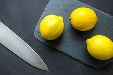 Free Photo Of Three Lemons On Chopping Board Near Knife Royalty Free Stock Photos - 113036018