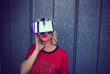 Free Photography Of A Woman Wearing Virtual Reality Headset Stock Photos - 113036023