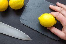 Free Person Holding A Lemon Royalty Free Stock Photo - 113036055