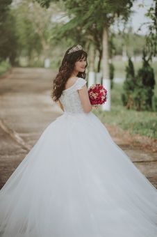 Free Photo Of A Woman In Her Wedding Dress Stock Photo - 113036250