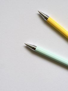 Free Photo Of Teal And Yellow Point Pens Royalty Free Stock Photography - 113232137