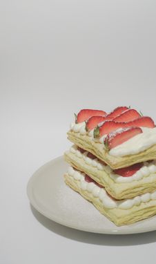 Free Biscuits With Cream And Sliced Strawberry Toppings Royalty Free Stock Photos - 113232278