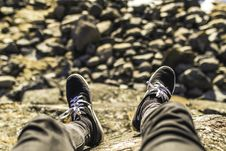 Free Shallow Focus Photography Of Person Wearing Gray Jeans Sitting In Front Rocks Royalty Free Stock Photos - 113232328