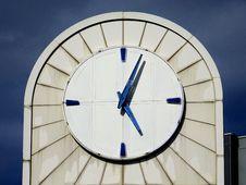 Free Photo Of White Analog Building Clock Royalty Free Stock Image - 113295186