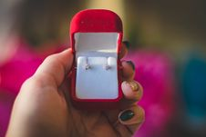 Free Pair Of Stud Earrings In Red Box Royalty Free Stock Photos - 113295228