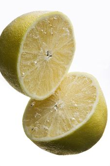 Free Two Lemons Under Water Royalty Free Stock Photography - 11334427