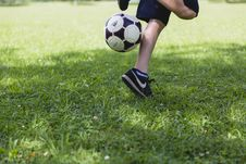 Free Person Wearing Black Nike Low-tops Sneakers Playing Soccer Royalty Free Stock Photo - 113349715