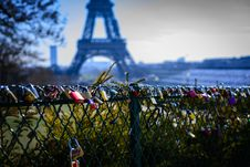 Free Assorted-color Padlocks Near Eiffel Tower In Paris France Royalty Free Stock Image - 113416776