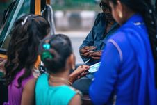 Free Girls Near Man Holding Money Stock Photo - 113416850