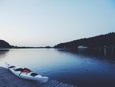 Free White Kayak On Brown Wooden Dock Stock Photo - 113417000