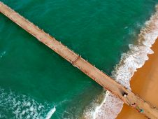 Free Aerial Photography Of Brown Boardwalk Near Green Water On Beach Royalty Free Stock Photography - 113417137