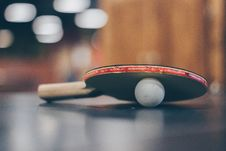 Free Selective Focus Photo Of Table Tennis Ball And Ping-pong Racket Stock Photo - 113472990