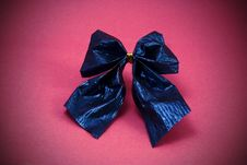 Free Shiny Blue Paper Bow Stock Images - 11358384