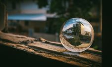 Free Clear Glass Sphere Stock Photography - 113642022