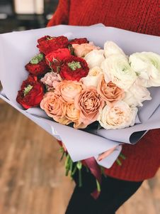 Free Red, Peach, And White Roses Bouquet Royalty Free Stock Photos - 113809018